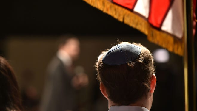 A Yarmulke is an accepted religious head covering on U.S. driver's license photos.