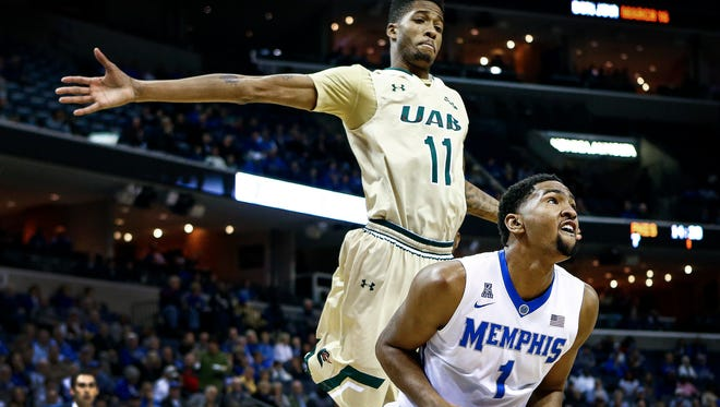 University of Memphis forward Dedric Lawson (right) drives for a layup under the defense of UAB defender Dirk Williams (left) during first half action at the FedExForum.