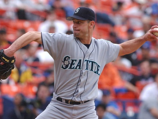 Seattle Mariners Jamie Moyer (50) pitches during the