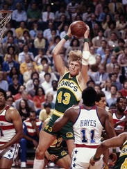 Jack Sikma grabs a rebound for the Seattle SuperSonics