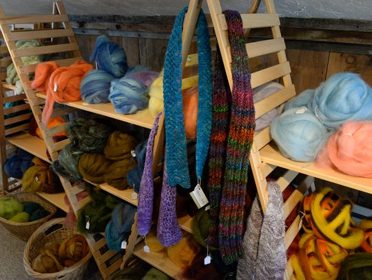 Balls of roving for hand-spinning and scarfs made from