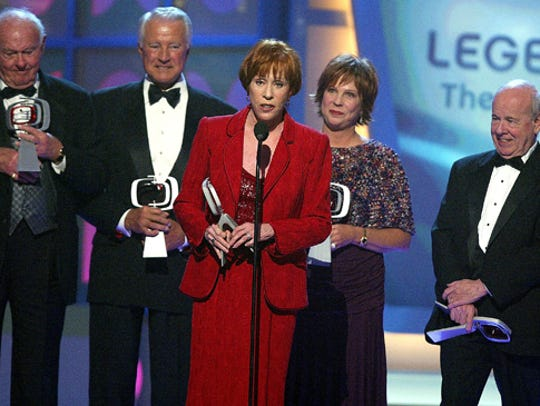 """Carol Burnett and other cast members of """"The Carol"""