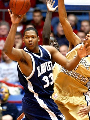 Former Xavier player Brandon Cole has joined Sean Miller's staff in Arizona. Cole will be a graduate assistant for the 2016-17 season.