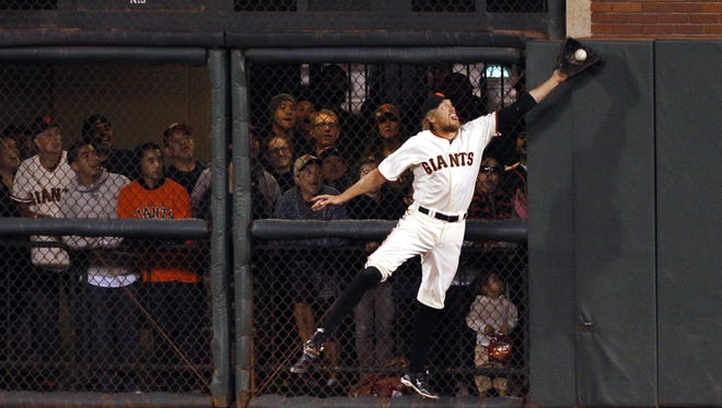 Giants right fielder Hunter Pence makes a great  catch on a fly ball hit by  Jayson Werth  in the sixth inning.