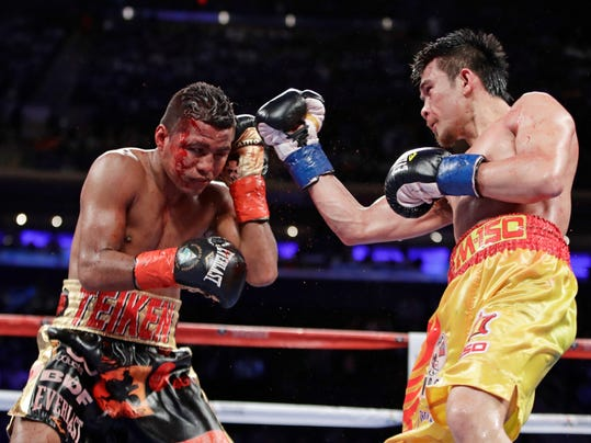 Srisaket Sor Rungvisai, right, of Thailand, punches Roman Gonzalez, of Nicaragua, during the 11th round of a WBC super flyweight championship boxing match Saturday, March 18, 2017, in New York. Rungvisai won the fight. (AP Photo/Frank Franklin II)