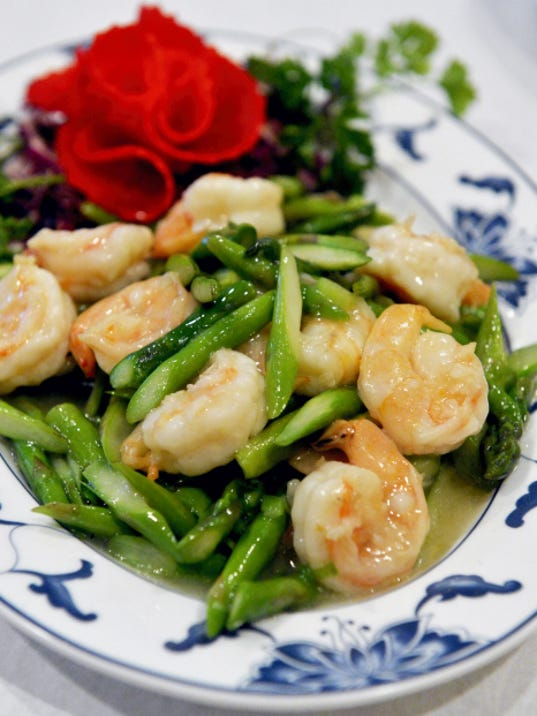 For shrimps fans, First Wok has numerous shrimp dishes, including this asparagus with shrimp.