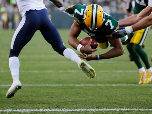 Green Bay Packers quarterback Brett Hundley (7) dives