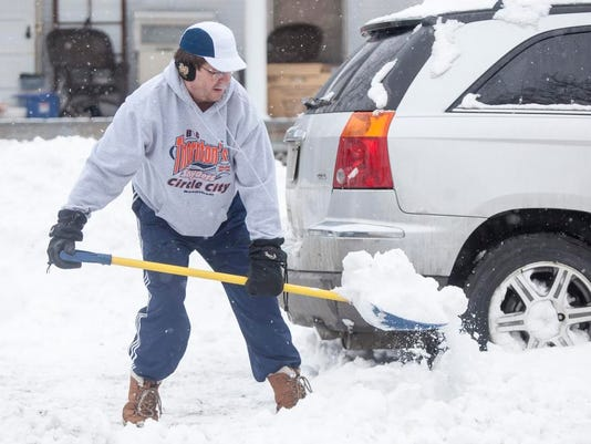 635608199984442578-snow-shoveling-March-1-2015