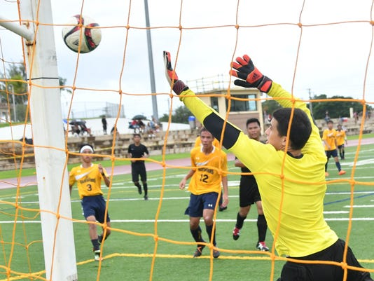 636136602059415002-Soccer-01.jpg