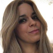"""Dania Ferro, escritora y periodista cubana, y autora de los libros """"Diálogo con mi corazón"""" y """"Relatos de la Mrs. López""""."""