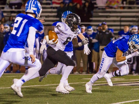 Pine View running back Jacob Mpungi (6) carries the