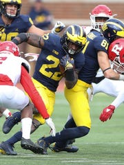 Michigan's Karan Higdon runs for a 49-yard touchdown