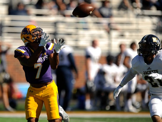 Hardin-Simmons wide receiver Alex Bell (7) pulls in
