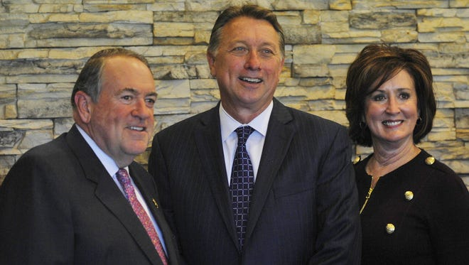 Former Governor Mike Huckabee made a stop at the Visalia Country Club on Thursday.