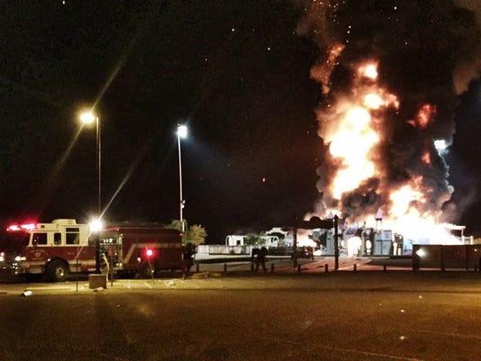 635554425540001528-Yuma-playground-fire