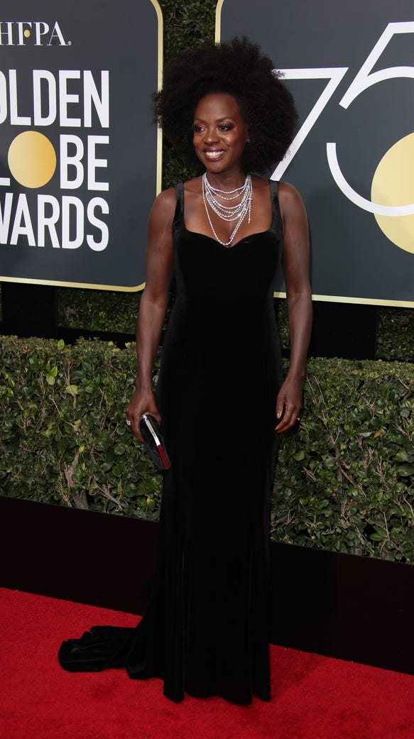 Viola Davis was on fire on the Globes red carpet.