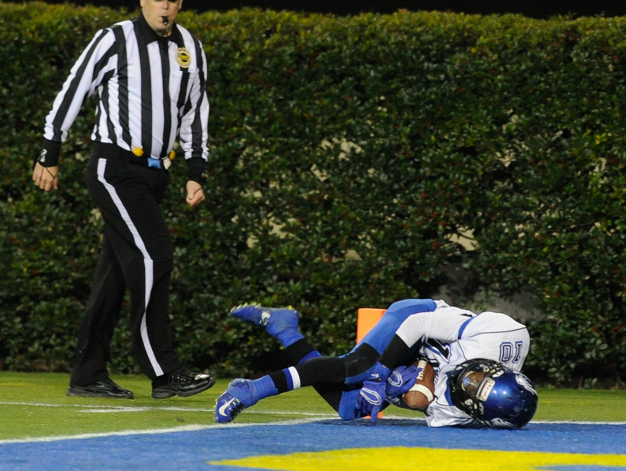 Howard's #10 Korey Kent with a touchdown in the Division II championship against St. Georges.