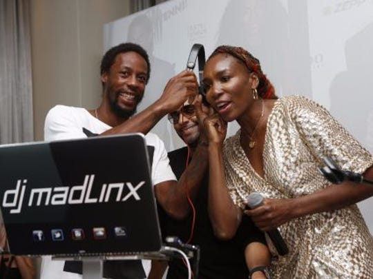 Tennis pro Venus Williams with DJ Mad Linx at the 2016 Taste of Tennis event in New York.