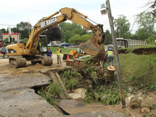 MHOG WATER MAIN BREAK