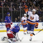 Rangers can't dig out of early hole vs. Islanders