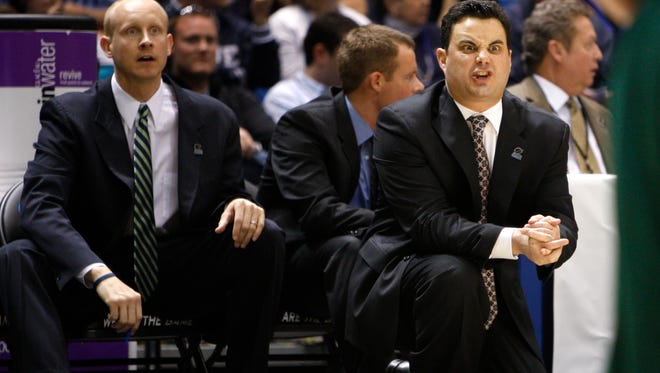 Xavier assistant coach Chris Mack, left, and head coach Sean Miller watch their team against Portland State in the NCAA tournament in 2009.