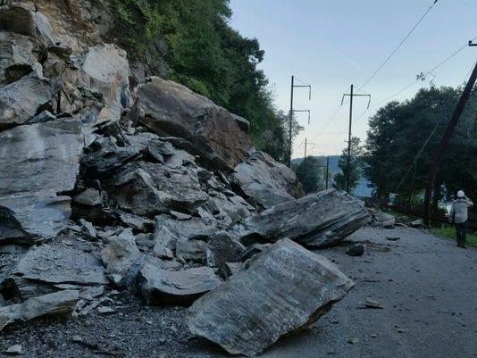 636687597696830985-rockslide.jpg