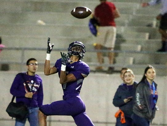 Eastlake wide receiver Emilio Rios catches a perfectly