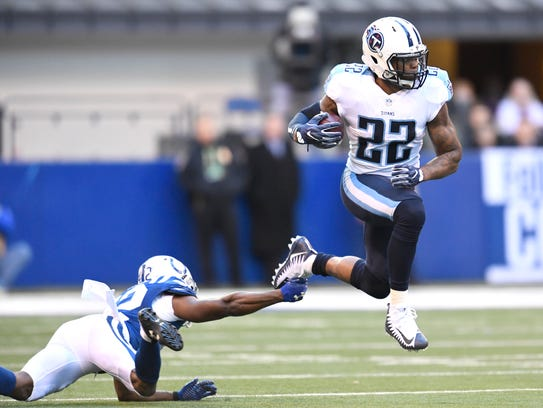 Titans running back Derrick Henry (22) leaps over Colts