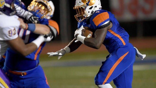 Madison Central's Gabe Short takes off behind his blockers on the start of a 79-yard touchdown run against Columbus in Friday's Class 6A first round.