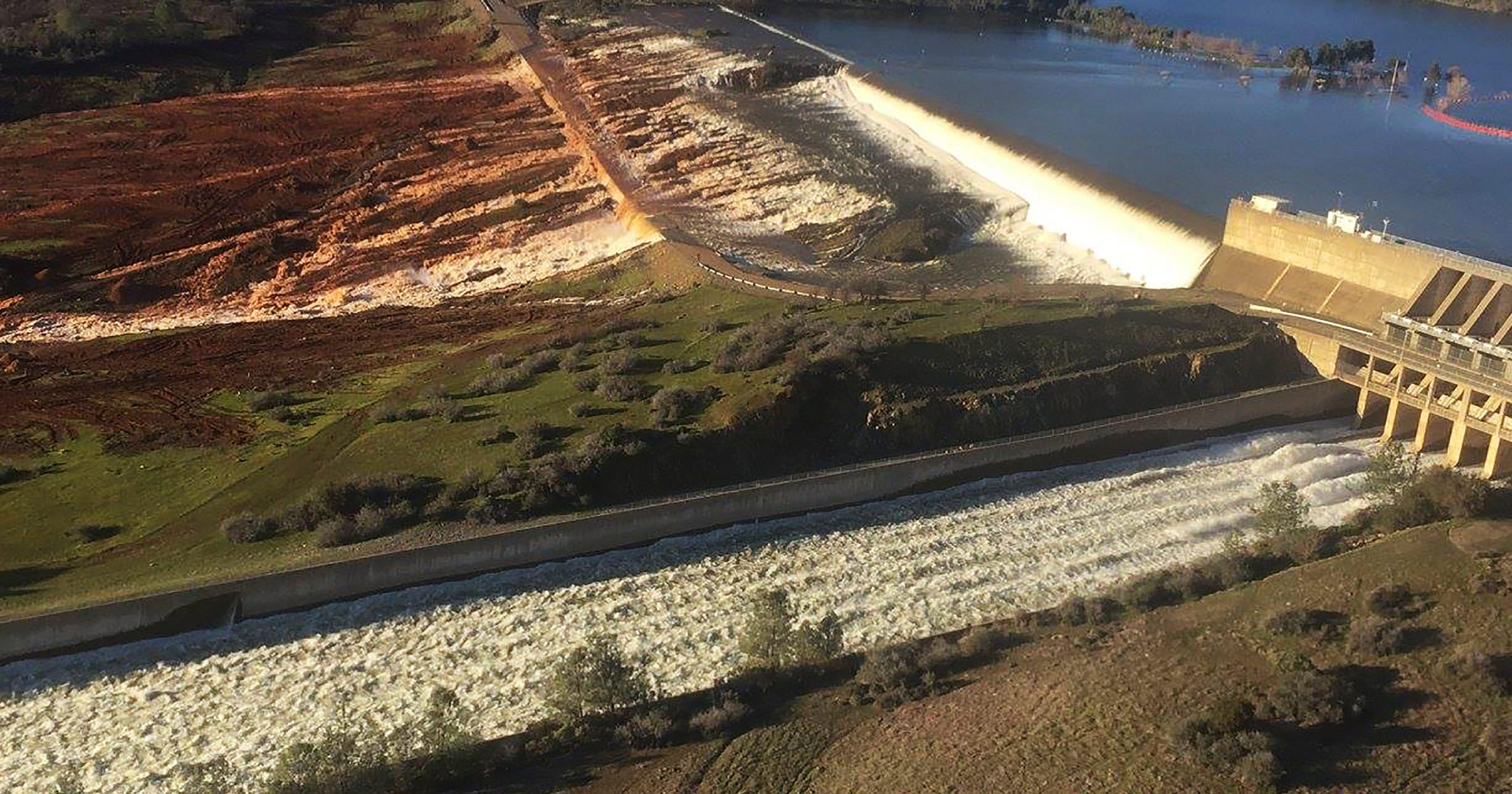 Oroville Dam: Feds order California to design 'immediate