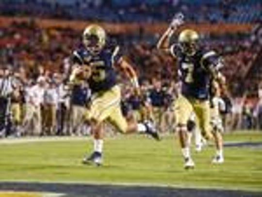 Georgia Tech quarterback Justin Thomas directs a rushing