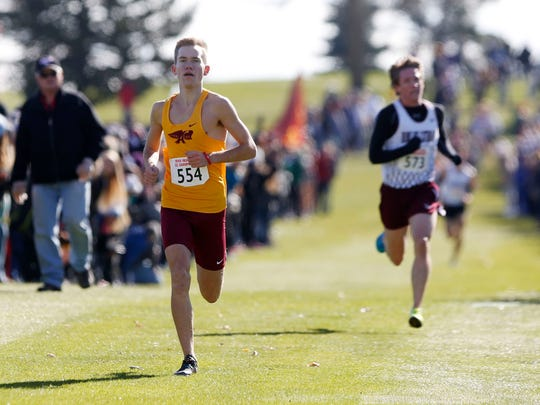 Tim Sindt heads to the finish line to win the 2017 Class 4A boys' cross country state title on Oct. 28 in Fort Dodge.