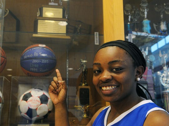Stephen Decatur's Dayona Godwin points to Elise Mercer's socring-record ball after becoming the all-time leading scorer at the high school on Tuesday, Dec. 15.