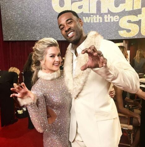 Dwts performer shows pussy