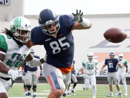 UTEP's Hayden Plinke, 85 could not get to a throw from
