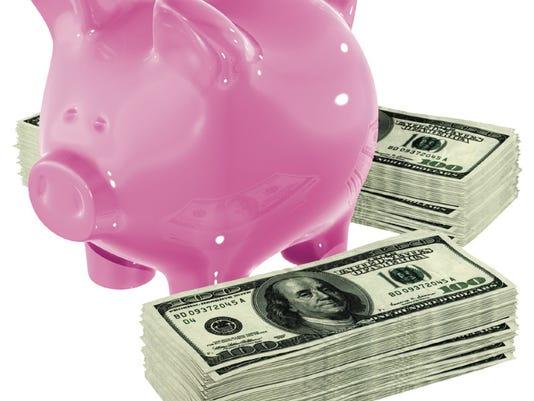 -Piggy Bank and cash.jpg_20080815.jpg
