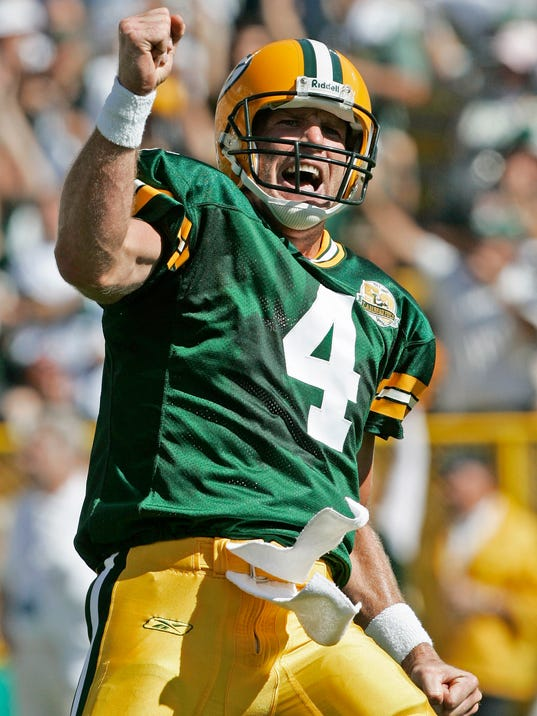 Packers Favre Footbal_Ster (1).jpg