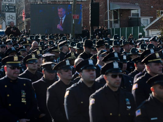 NYPD officers, NYC Mayor Bill de Blasio