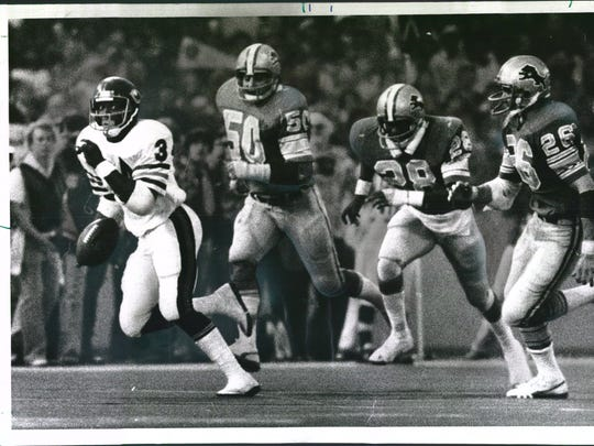 Hall of Fame running back Walter Payton helped the Chicago Bears beat the Lions, 31-14, with this 75-yard touchdown run at the Pontiac Silverdome on Nov. 24, 1977. Three years later, he rushed for 123 yards as the Bears rallied from a 17-3 deficit to stun the Lions on Thanksgiving.