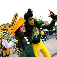 Samantha Phillips of Springfield, MO, has fun hanging out with Dale Cooley of Bettendorf, Iowa, before the start of the Packers-Chiefs game.
