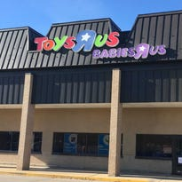 Toys R Us announces plan to begin closing Wisconsin stores in May