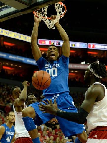 Kentucky Wildcats forward Marcus Lee (00) dunks against