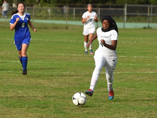 Spackenkill's Hodo Duale takes the ball down the field during Tuesday's game against Ellenville.