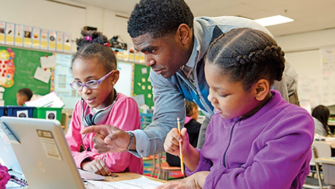 Dallas Dance, superintendent of Baltimore County Public Schools in Maryland, observes students from Church Lane Elementary using digital resources provided by Discovery Education.