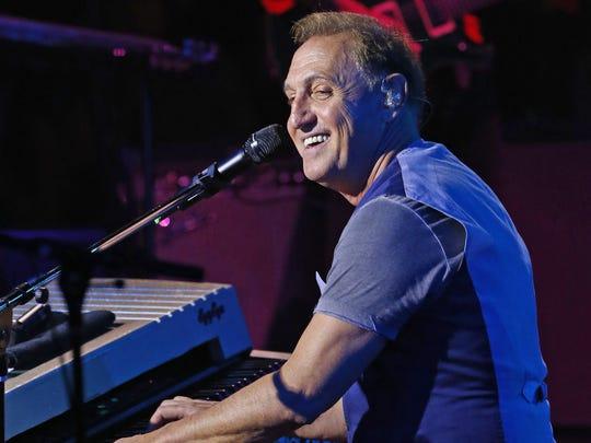 Latin-music star Franco de Vita performs at the Celebrity Theatre  Saturday, May 10,  2015, in Phoenix.