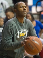 "Former NBA star and Washington High School football coach Charlie Ward racks up three-point shots during the ""I Have a Dream High School Alumni Battle"" Celebrity Shootout against his opponent Roy Jones, Jr. Sunday night."