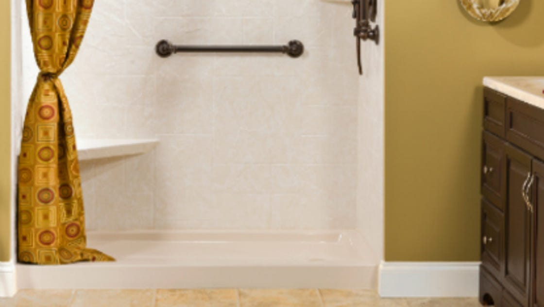 How to make your small bathroom look bigger for Small bathroom looks