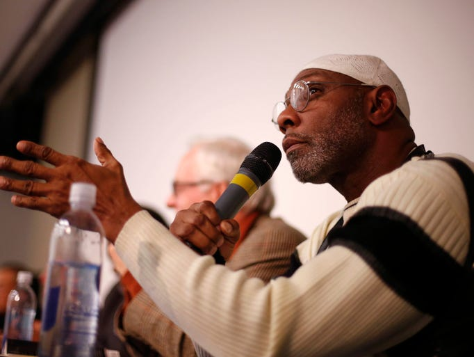 Rep. Ako Abdul-Samad of Des Moines speaks during a