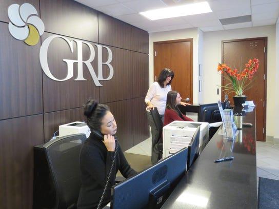 GeneseeRegionalBank_Employees at front desk (002)