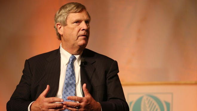 Agriculture Secretary Tom Vilsack hopes  meeting with Cuban Agriculture Minister Gustavo Rodriguez Rollero could help build pressure on Congress to lift the embargo on trade with the communist country.